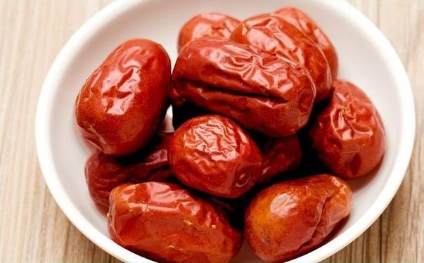 每天吃红枣对女性有什么好处?每天吃红枣对女性有什么坏处?[图]图片1